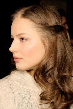 Ruslana Korshunova is Genevieve Gustilo Jallorina Solis Hairstyles Haircuts, Braided Hairstyles, Ruslana Korshunova, Curly Hair Styles, Natural Hair Styles, Dark Ash Blonde, Creative Hairstyles, Celebrity Beauty, Light Brown Hair
