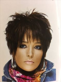haare Love it Items such as artificial leis or other flowers can also be appropriate as wedding favo Funky Short Hair, Short Hair Cuts For Women, Short Wavy, Short Cuts, Hair Styles 2016, Medium Hair Styles, Short Hair Styles, Cute Hairstyles For Short Hair, Hairstyles Haircuts