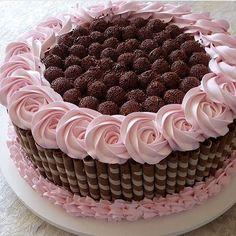 "9,302 Likes, 81 Comments - @ideiasdebolosefestas (@ideiasdebolosefestas) on Instagram: ""Gostei muito deste bolo que vi no @blogamormaisamor. #ideiasdebolosefestas #festainfantil…"""