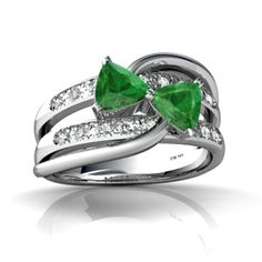 Miss my emerald n diamond ring :(. This one is too cute.