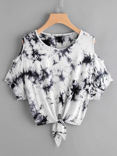 SheIn offers Tie Dye Open Shoulder Knotted Hem Tee more to fit your fashionable needs. Tie Dye Outfits, Crop Top Outfits, Crop Top Shirts, Tie Dye Clothes, Crop Tops, Tie Dye Fashion, Look Fashion, Girl Fashion, Teen Fashion Outfits