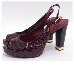 """♣️ Tory Burch Allison crocodile slingback pumps Tory burch """"Allison"""" slingback pump. In great condition. Statement-making peep-toe slingback is shaped from high-shine croc-embossed patent leather and accented by a signature logo medallion on the strap. Adjustable slingback strap with buckle closure. Silvertone metal-wrapped heel base. Approx. heel height: 4 1/2"""" - 3/4"""" hidden platform. Patent leather upper/leather lining and sole. Small knock on the back of the heel. Barely noticeable  smoke…"""