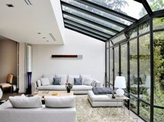 How to enlarge his house? Some tips in photos and videos! joli salon avec meubles beiges tapis beige et meubles gris, salon sous pente - Door Home Design Plans, Home Interior Design, Interior Architecture, Residential Architecture, House Extension Design, Glass Room, Terrace Design, Backyard Patio Designs, Marquise