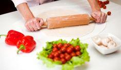 Čo dnes variť? Urobte pizzu. Toto cesto máte za 10 minút a bez kysnutia!
