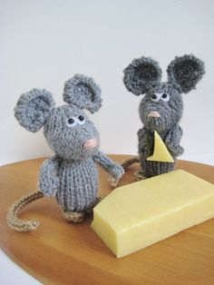 Dinky Mice teeny mini toy mouse knitting pattern by fluffandfuzz on Etsy