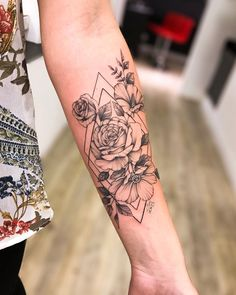 32 Unique Wrist Tattoos For Guys – Sleeve Ideas – Wrist Designs Forarm Tattoos For Women, Arm Tattoos For Women Upper, Inner Arm Tattoos, Girl Arm Tattoos, Wrist Tattoos, Sleeve Tattoos, Tattoos For Guys, Tatoos, Outer Forearm Tattoo