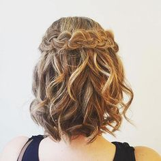 Curly Bob Hairstyle With A Braid---My hair for the wedding! , Curly Bob Hairstyle With A Braid---My hair for the wedding! , short hair Source by. Curly Prom Hair, Prom Hairstyles For Short Hair, Braids For Short Hair, Homecoming Hairstyles, Curly Bob Hairstyles, Braided Hairstyles, Cool Hairstyles, Hairstyle Wedding, Teenage Hairstyles