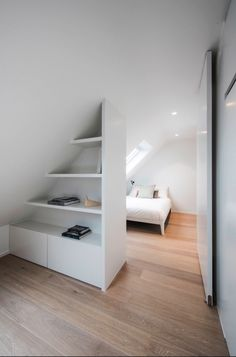 Cosy Nooks 17 Awesome Attic Bedroom Ideas and Designs Attic Bedroom Designs, Attic Rooms, Attic Spaces, Remodeling Mobile Homes, Home Remodeling, Cute Bedroom Ideas, Loft Room, Bedroom Decor, Baby Bedroom