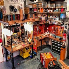Studio design, workshop ideas, art studio organization, organization id Workshop Studio, Workshop Design, Garage Workshop, Workshop Ideas, Studio Design, Deco Studio, Home Studio, Casey Neistat Office, Diy Kids Room