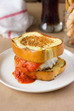 This Italian Meatball Burger is perfect for a weekend meal for any family. Topped with fresh mozzarella cheese and marinara sauce on top of Texas Toast. Best Burger Recipe, Burger Recipes, Gourmet Burgers, Tailgating Recipes, Beet Recipes, Cooking Recipes, Wedding Snacks, Wedding Foods, Wedding Appetizers