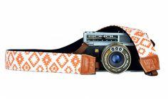 Camerariem met een hippe oranje met witte print. Een kwalitatieve en betaalbare camerastrap. Kijk snel!