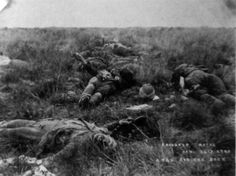 'A try for the rock': this photograph, taken by Robert Gell for South African newspapers on 26 January shows the bodies of British soldiers strewn across the veldt at Spionkop after a heavy defeat by the Boers. British Soldier, British Army, The Veldt, Armed Conflict, History Online, Vintage Dog, My Land, British Colonial, African History