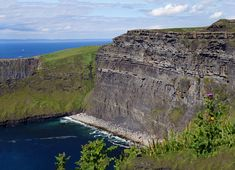 #cliffsofmoher #klippenvonmoher #cliffs #landschaft #landscape #leinwand #BabettsBildergalerie #ireland #irland Cliffs Of Moher, Land Scape, Illustration, Nature, Travel, Pictures, Printing On Wood, Artist Canvas, Digital Art