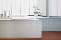 Canada Modern Lake House Modern White Bathtubs With Wide Glass Walls - pictures, photos, images