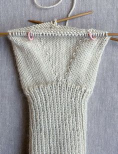 Whit's Knits: Gem Gloves - The Purl Bee - Knitting Crochet Sewing Embroidery Crafts Patterns and Ideas! Purl Bee, Fingerless Gloves Knitted, Knitting Patterns Free, Baby Knitting, Knitting Tutorials, Baby Boy Crochet Blanket, Crochet Quilt, How To Purl Knit, Mittens