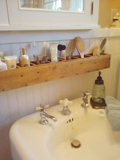 CD tower turned on its side = shelf for bathroom. great for sink with no counter. [that looks too small to be a CD tower] Diy Casa, Small Bathroom Storage, Bathroom Caddy, Organization For Small Bathroom, Above The Toilet Storage, Small Space Bathroom, Mason Jar Bathroom, Mason Jars, Small Space Living