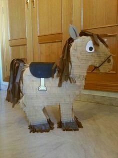 niedliche pferde pi ata sch ne partydeko und partyspiel f r den pferde kindergeburtstag gr e. Black Bedroom Furniture Sets. Home Design Ideas