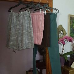"""LOT OF 4 SHORTS  & PANTS, VARIOUS BRANDS, EXC COND I'm offering your a lot of 4 pair of pants, (3 shorts and 1 skinny jean.)  The black & white plaid shorts are JH Collectibles, all seersucker cotton, size 4, & a 9"""" inseam. The rose, white and tan shorts are A&F, all cool cotton, 11"""" inseam. The brown Willi Smith  shorts are 4's, 10.5"""" inseam and made of linen/viscose/spandex. All shorts have deep pockets. The teal pants are Adam Levine, 4's, and inseam is 31"""". Shorts Wide Leg"""