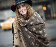 ¡Oh Babe! @chiaraferragni ♡♡♡✨ #Stunning #fashionstyle #beautiful #chiaraferragni #streetstyle #theblondesaladneverstops #tb