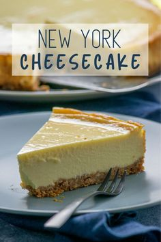 Original New York cheesecake - creamy and idyllically delicious-Original New York Cheesecake – cremig und abgöttisch lecker Probably the most popular cheesecake, it tastes so … - Cheesecake Original, Classic Cheesecake, Nutella, Dessert Nouvel An, Starbucks, The Cheesecake Factory, Macaron, Food Items, Food And Drink