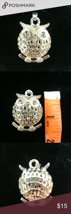 🚩SALE🚩Adorable Sterling Owl Pendant EUC, worn twice, lovely, sterling silver intricate owl pendant, see photo for size, tried to get pic of hallmark, says 9w5 on bale, ships from smoke free home, bundle for more savings💲 Jewelry