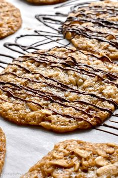 Lace Cookies Oatmeal Lace Cookies: These oatmeal lace cookies are thin and chewy with a crisp edge and buttery brown sugar flavor! Cookie Desserts, Just Desserts, Delicious Desserts, Dessert Recipes, Yummy Food, Baking Cookies, Brownie Recipes, Cookie Favors, Meatloaf Recipes