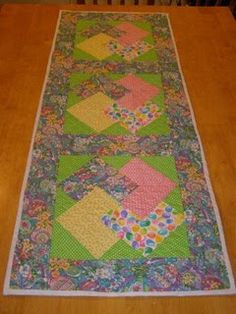 Easter tablerunner by Sarcastic Quilter, via Flickr
