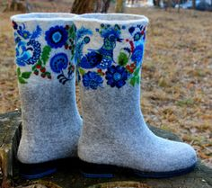 Felt boots for woman aren't just for the harsh Russian winters. They perfectly keep their shape and also are warmth-keeping particularly in the area