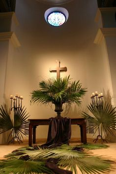 Beautiful palm branches display at the Montecito Covenant: April 2011 this would be great for a Holiness table for Palm Sunday . Church Flower Arrangements, Church Flowers, Happy Palm Sunday, Church Altar Decorations, Altar Design, Church Stage Design, Easter Flowers, Church Banners, Christen