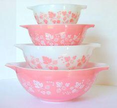Vintage Pyrex Gooseberry Pink Cinderella Bowl Set (I want to start collecting Vintage Pyrex, esp the pinks, blues Vintage Pyrex Dishes, Pink Dishes, Antique Dishes, Vintage Kitchenware, Vintage Glassware, Pyrex Vintage Patterns, Rare Vintage Pyrex, Vintage Dinnerware, Vintage Plates