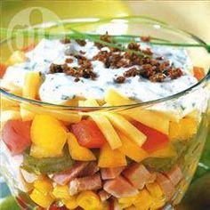 Bunter Schichtsalat mit Joghurt-Mayo @ de.allrecipes.com