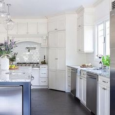 Off White Cabinets, White Shaker Cabinets, Glass Front Cabinets, Kitchen Island Finishes, White Kitchen Island, Corner Pantry Cabinet, Gray Quartz Countertops, Round Back Dining Chairs, Kitchen Room Design