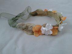 Corona autoregulable de flores blancas y naranjas