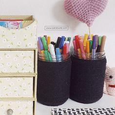 Aprenda Como Pintar Garrafas de Vidro | Que se Ame Blog, Painted Bottles, Preppy Desk, Pens, Craft
