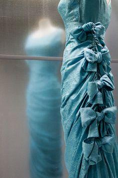 Vintage Balenciaga, Balenciaga Dress, Spanish Fashion, French Fashion, Vintage Gowns, Mode Vintage, 1950s Fashion, Vintage Fashion, Simply Fashion
