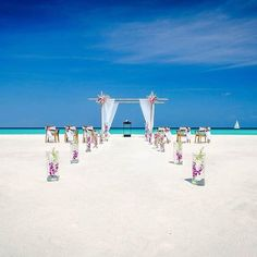 How gorgeous is this beach side set up to exchange your vows!!    #destinationwedding #wedding #pictureperfect #bridesofinstagram #bridestory #bridalgoals #weddinggoals #indianwedding #weddingplanning #oomoments #ooresorts #weddingsutraonly #honeymoon #seaofcortez #view