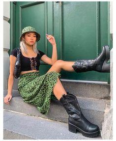 Fashion 90s, Tokyo Street Fashion, Indie Fashion, Aesthetic Fashion, Look Fashion, Aesthetic Clothes, Fashion Outfits, Fashion Skirts, Skater Girl Fashion