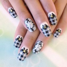 Black ans white gingham nails with bows and daisy flowers.
