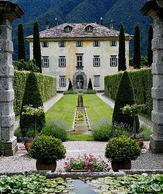 Old Italian mansion!! So beautiful!   #AdeaEverday