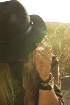 O que ela mais queria era descer de seu chapéu