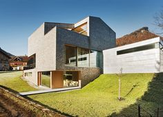 German studio Haller Jürgen has designed the House Haller project in collaboration with the Italian studio Peter Plattner Architekt. House Of Burgesses, Outdoor Steps, Compact House, Timber House, First Time Home Buyers, House Roof, Beautiful Architecture, Modern Architecture, Minecraft Houses