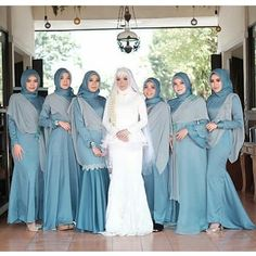 Hijab Dress Party, Hijab Style Dress, Hijab Wedding Dresses, Hijab Bride, Hijab Outfit, Kebaya Muslim, Muslim Dress, Kebaya Hijab, Bridesmaid Poses