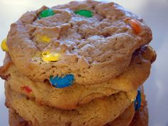 Galletas de M & M's. Not sure how, or when, these started showing up at the Panaderias. Nevertheless, they're there.