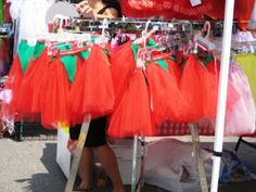 Tomato TUTU!!! Bet I could craft a sweet no sew version. Ah, to be a walking tomato. I'd have to guard myself from my own cannibalistic tendencies ;D