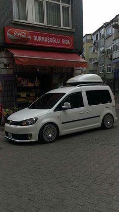 Vw Caddy Tuning, Car Tuning, Vw Cady, Audi Wagon, Caddy Van, Vw Caddy Maxi, Volkswagen Touran, Flower Car, Cool Vans