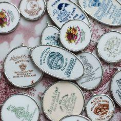 """I like"": 646 comments: 66 Sara-brokenchina jewelry maker (Sara Eriksson. Broken China Crafts, Broken China Jewelry, Jewelry Crafts, Jewelry Art, Jewelry Design, Fashion Jewelry, Ceramic Jewelry, Glass Jewelry, Recycled Jewelry"