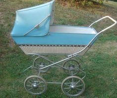 Retro kočárek pro panenky v původním stavu. Prams, Retro, Baby Strollers, Children, Stroller Bag, Archive, Nostalgia, Baby Prams, Young Children