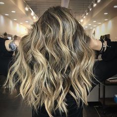 Obsessed. Color by @ingyazalea  #hair #hairenvy #hairstyles #haircolor #bronde #blonde #balayage #highlights #newandnow #inspiration #maneinterest