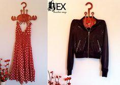 Hex : Gancho Cangrejo (ropa y joyeria, 3 ganchos) - Kichink! Hangers, Design, Style, Fashion, Red, Crocheting, Wood, Colors, Swag