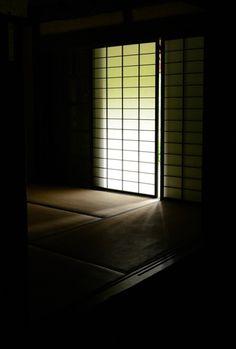 Japanese room with shoji panels 障子 Architecture Design, Japanese Architecture, Japanese Interior, Japanese Design, In Praise Of Shadows, Kubo And The Two Strings, Sliding Panels, Japanese House, Japan Art